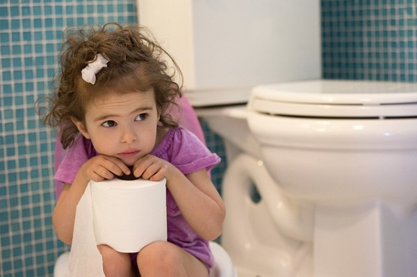 Cách phòng chống táo bón cho trẻ trong dịp tết