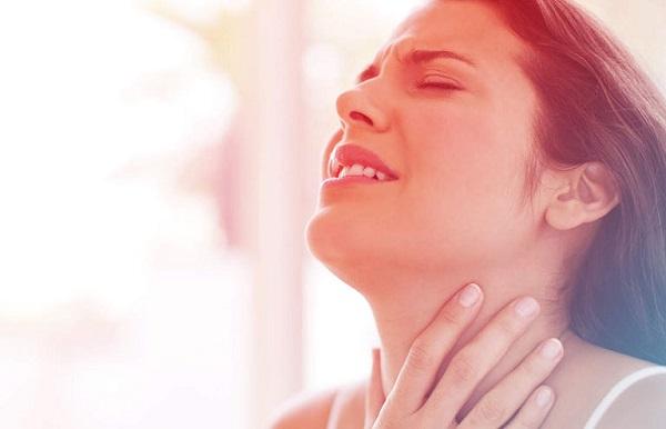 Thủ phạm gây đau họng vào buổi sáng những điều bạn cần lưu ý